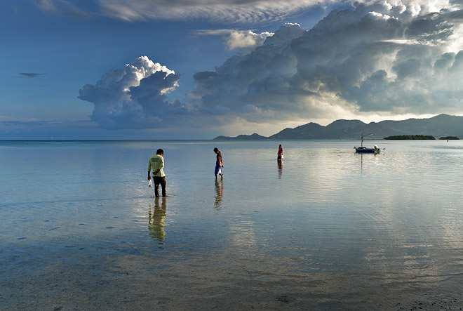 Koh Samui locals fishing for bait